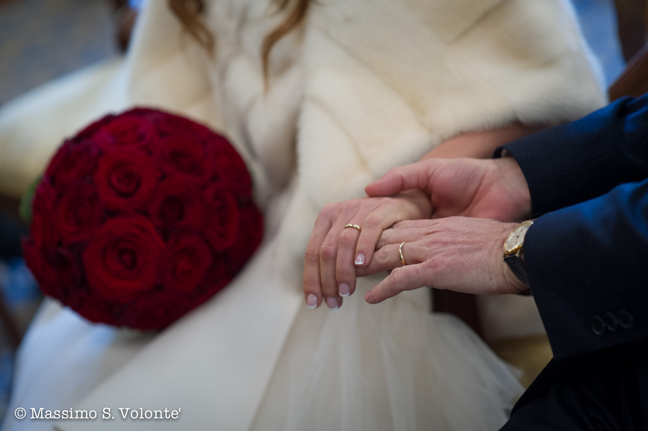 Hands, roses and rings...